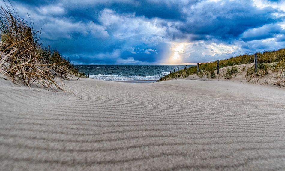 Strandovergang tijdens een stormachtige dag in April