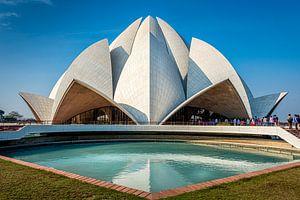 Bahai lotustempel, Nieuw Delhi. van Theo Molenaar