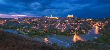 Panorama de la ville de Tolède à l'heure bleue sur Jean Claude Castor