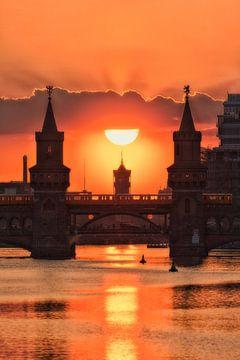 Berlin Oberbaumbrücke Sonnenuntergang von Salke Hartung