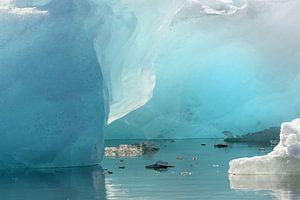 Gletsjerijs in het Jökulsárlónmeer op IJsland  van