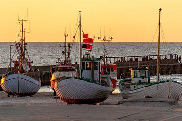 Deense vissersboten op het strand van Lars Fortuin