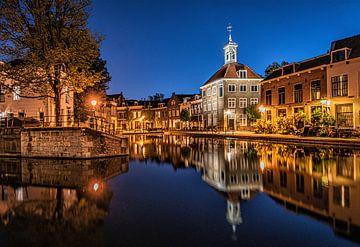 schiedam reflectie zakkendragershuisje blue hour avondfotografie nightphotograpy old village van Marco van de Meeberg