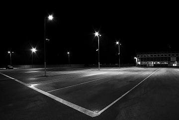 le parking vide du port