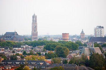 Blik op een herfstkleurig Utrecht. sur Ramon Mosterd
