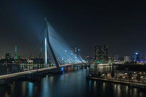 De Erasmusbrug met het zicht op de binnenstad van Rotterdam