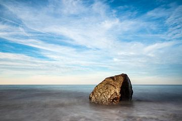 Stones on shore of the Baltic Sea in Elmenhorst, Germany van