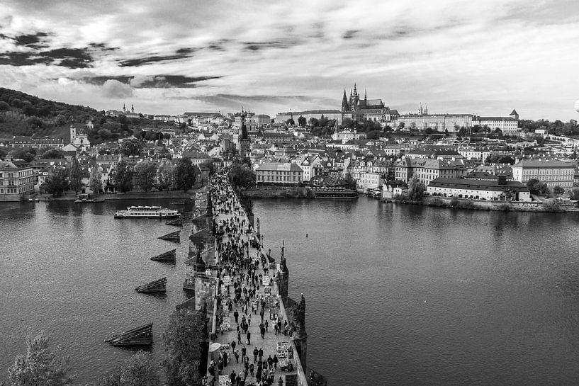 Le pont Charles à Prague sur Marian Sintemaartensdijk