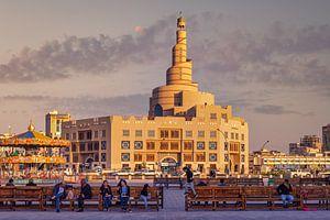 Vue extérieure de la lumière du jour du centre culturel islamique Al-Fanar Qatar à Doha, Qatar sur Mohamed Abdelrazek