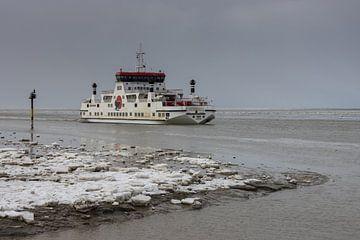 Veerboot Sier van Wagenborg Passagiersdiensten bij Holwerd. van Meindert van Dijk