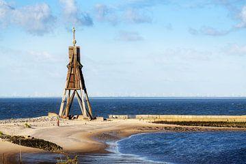 Kugelbake, altes Seezeichen und Wahrzeichen gegen den blauen Himmel, Symbol der Stadt Cuxhaven an de von Maren Winter