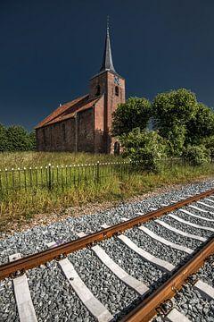 Kirche in Delfzijl an den Gleisen zum Hafen von Harrie Muis