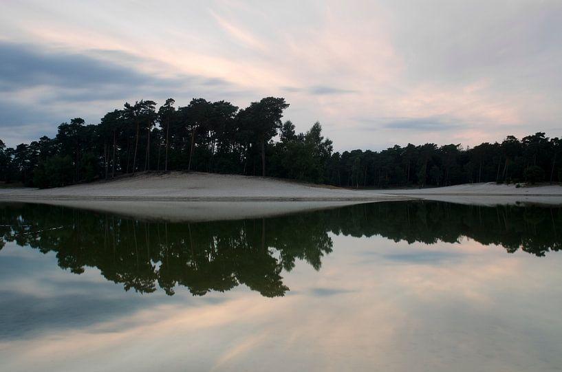 Henschotermeer bij zonsondergang van Pierre Timmermans