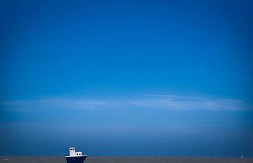 Blue boat von