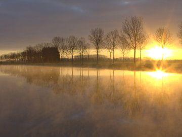 Gouden zonsopkomst van Ab Donker