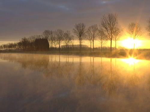 Gouden zonsopkomst von Ab Donker