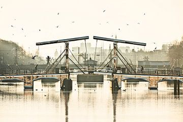 De Magere Brug over de Amstel rivier in Amsterdam van Frans Lemmens
