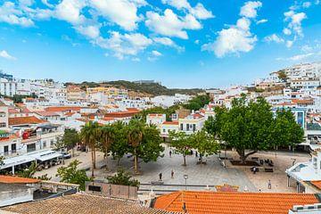 Plein in Albufeira in de Algarve in Portugal van Ivo de Rooij