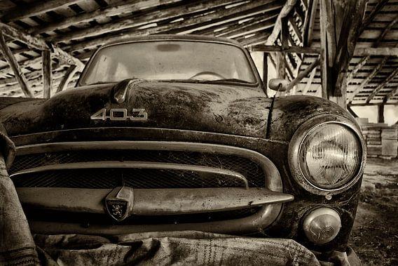 Old Peugeot 403 van Peter Halma