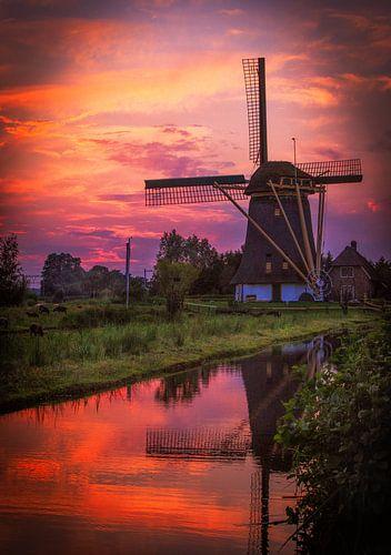 Windmolen bij zonsondergang  van