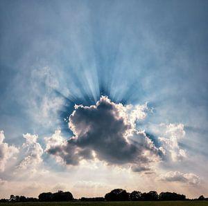 Zonnestralen achter een wolk, Laag-Keppel, , Gelderland, Nederland