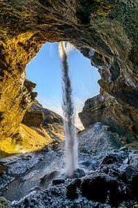 Achter de Kvernufoss waterval