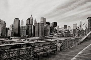 NYC manhattan gezien vanaf de Brooklyn Bridge. van Ton Bijvank