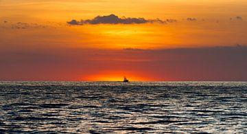 Eenzaam bootje van Karin vd Waal