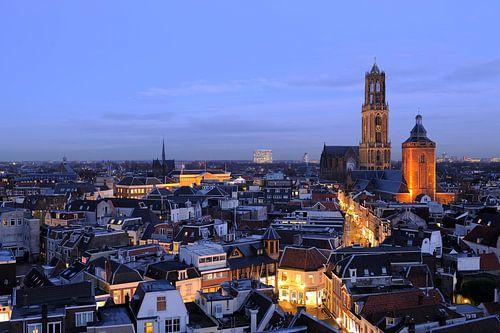 Binnenstad van Utrecht met Domtoren en Domkerk in december, foto 2 von Donker Utrecht