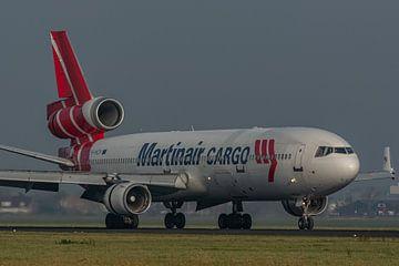 Prachtige MD-11 van Martinair Cargo (de PH-MCR) is zojuist geland op de Polderbaan. van Jaap van den Berg