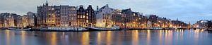 Panorama van Amsterdam aan de Amstel bij zonsondergang van