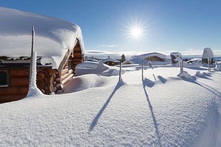 Ondergesneeuw dorp in de buurt van Lillehammer