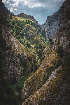 Asturien Canyon in den Picos de Europa von Jean Claude Castor