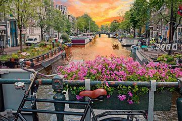 Stadsgezicht op de Prinsengracht in Amsterdam bij zonsondergang van Nisangha Masselink