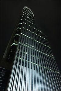 gratte-ciel illuminé la nuit dans la zone financière, Shanghai, Chine