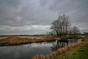 Landschaft in Kalenberg mit grauem Himmel von Maarten Salverda