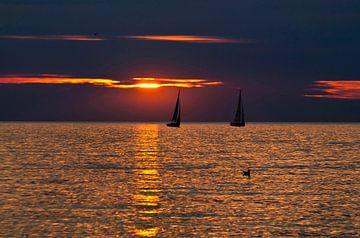 Magischer Sonnenuntergang an der Ostsee in Warnemünde von Silva Wischeropp