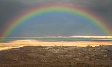 regenboog boven de woestijn van jordanie gezien vanaf israel van Compuinfoto .