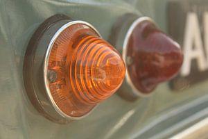 Detail: Rücklichter eines Autos (Zitronen-Dyan) von Frans Roos