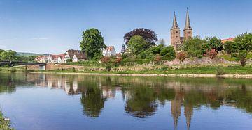 Kerktoren van Hoxter en de Wezer rivier van Marc Venema