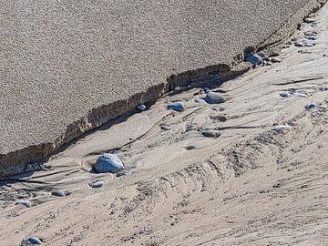 Een geul op het strand van Luc de Zeeuw