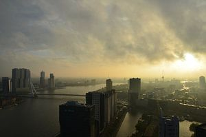 Herfststorm boven Rotterdam van