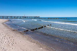 Seebrücke an der Ostseeküste in Wustrow