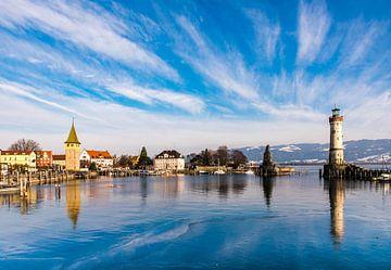 Haven en haveningang met vuurtoren in Lindau aan de Bodensee van Dieter Walther