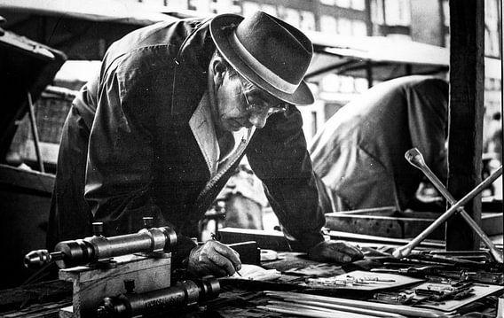 Man op Waterlooplein 60-er jaren van PIX URBAN PHOTOGRAPHY