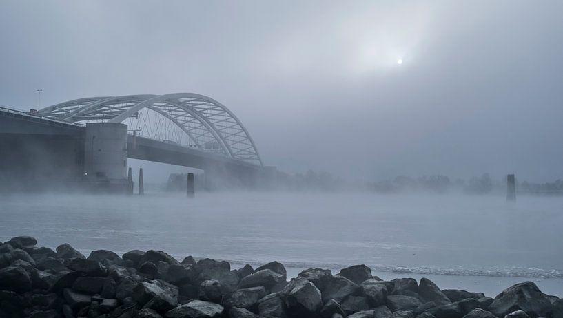 Van Brienenoordbrug in de mist  van Jeroen van Dam