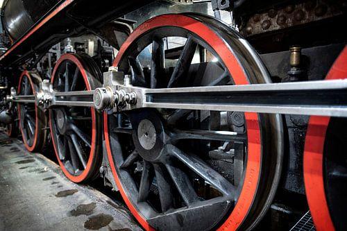 wielen van oude stoom trein