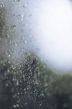 Regen op Glas van Tom Paquay