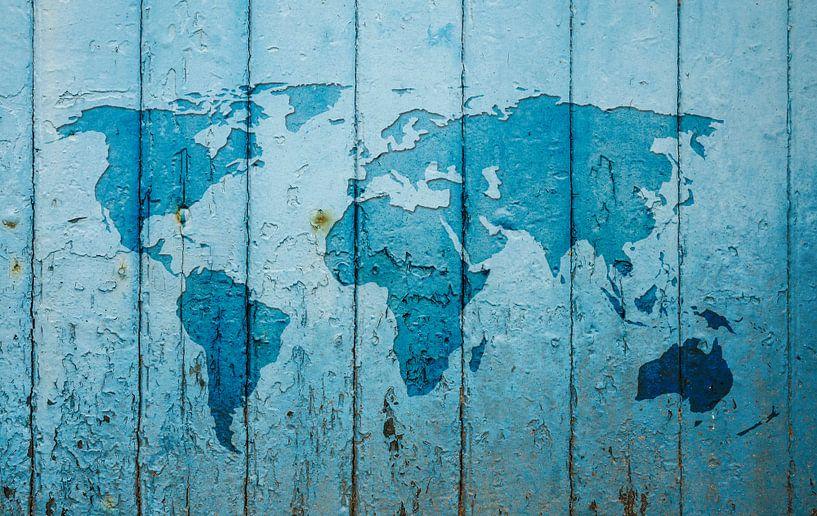 Wereldkaart op blauw verweerd hout van Wereldkaarten.Shop