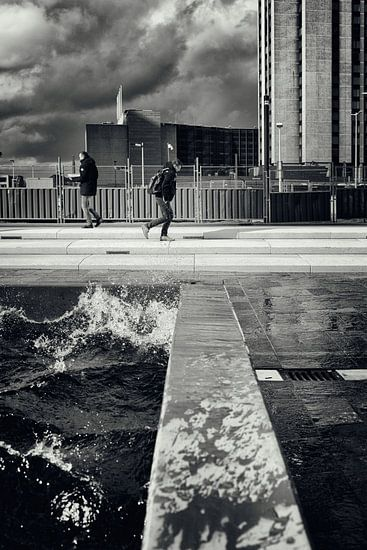 Straatfotografie in Utrecht. De Utrechtse branding in zwart-wit. (Utrecht2019@40mm nr 69)